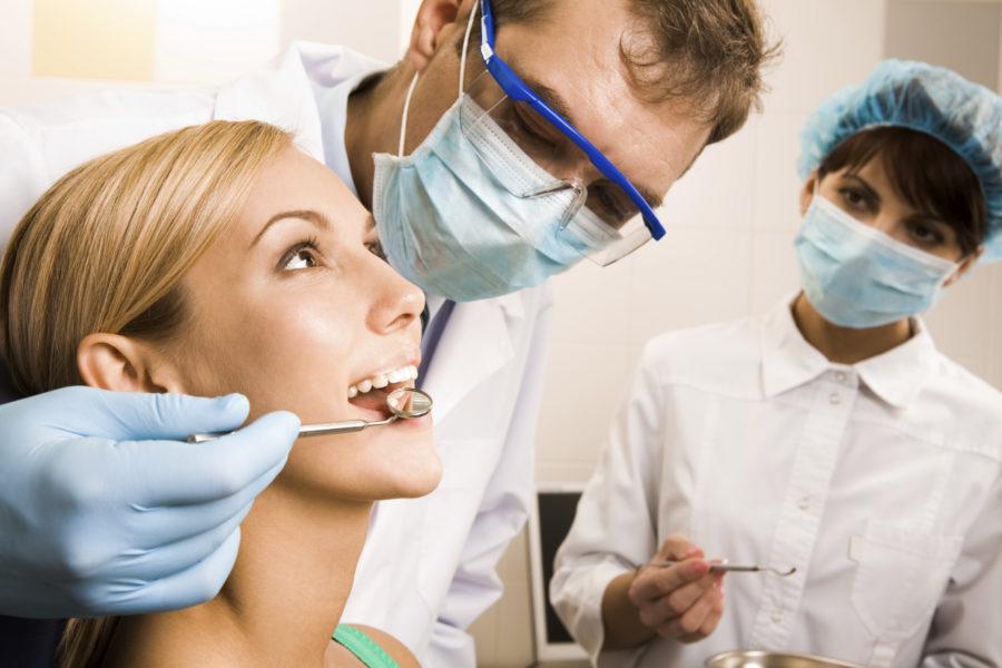 Zahnarzt - hier erfahren Sie, welche Ausbildung notwendig ist um diesen Beruf ausüben zu können