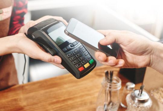 Mit dem Handy bezahlen – schnell und sicher einkaufen