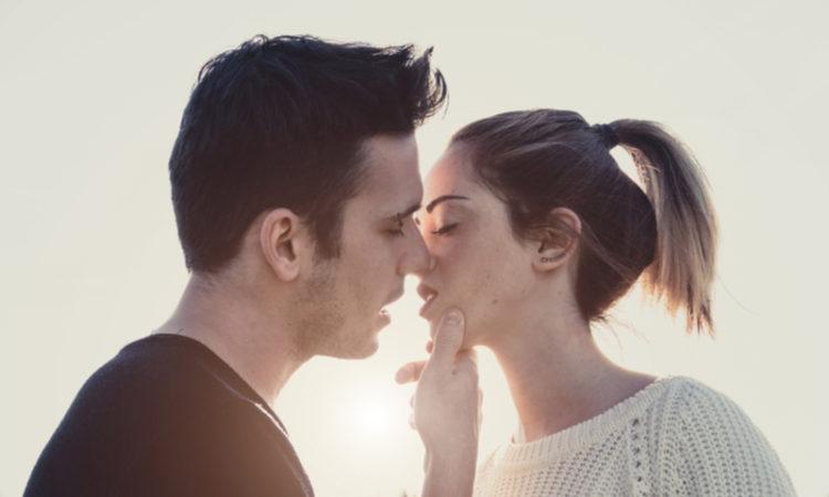 So gelingt der perfekte Kuss