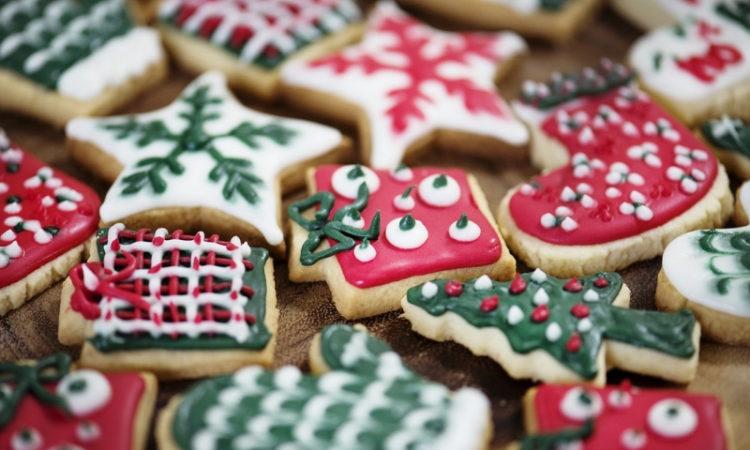 Bunt verzierte Weihnachtsplätzchen