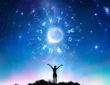 Sternzeichen vor Himmelspanorama