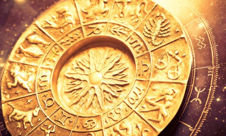 goldene Platte mit Sternzeichen