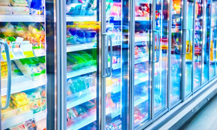 Kühlregal im Supermarkt als Symbol für Kältetechnik