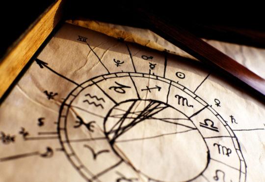 Tierkreiszeichen auf Pergamentpapier
